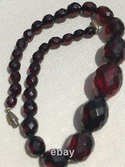 Antique Art Deco 1930s Faceted Cherry Amber Bakelite Choker Necklace Ovl Graduat