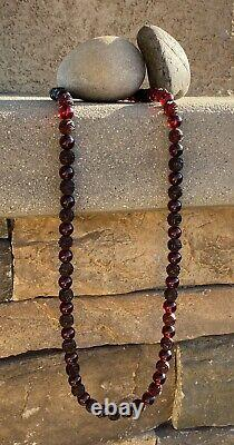 1930's Chinese Dark Cherry Amber Bakelite Carved Roses Bead Collier. 16 62g