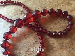 Antique 1920s Cherry Amber Bakelite Faturan Facetted Bead Necklace 41,8 Grammes