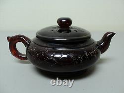 Antique Chinois Cerise Ambre Individuel Teapot, Incisés Décoration