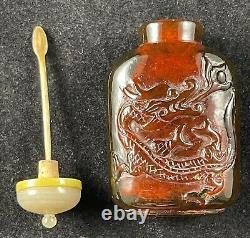 Bouteille De Snuff Sculptée De Cerise Chinoise Antique