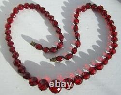 Cerise Amber Bakelite Collier Collier Antique Art Déco 57 Perles 23,7 Grammes