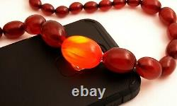 Collier Antique De Perles De Cerise Marbrée D'ambre De Bakelite 69g