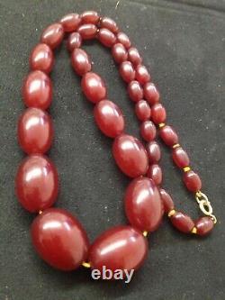 Collier Antique De Perles De Faturan D'ambre De Cerise 52 Grammes