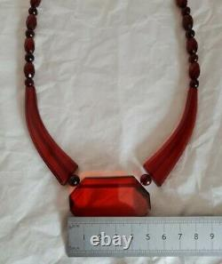 Collier Antique En Perles Cerise Amber Bakelite. Période Art Déco. Vers Les Années 1920