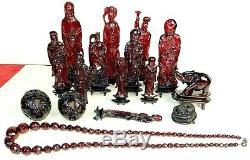 Ensemble De 15 Figures Et 1 Collier. Rouge Chinoise Ambre. Chine. Xixème Siècle
