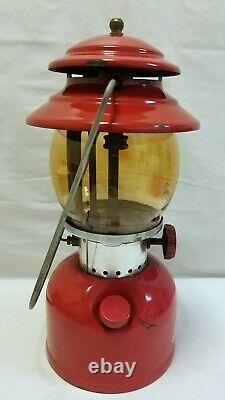Vintage 1971 Red Coleman Single Mantle Lantern #200a Avec Amber Globe Daté 6-71