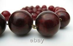 Vintage Cherry Amber Bakelite Round Bead Collier Art Déco 26 Pouces Longueur 88 Gms
